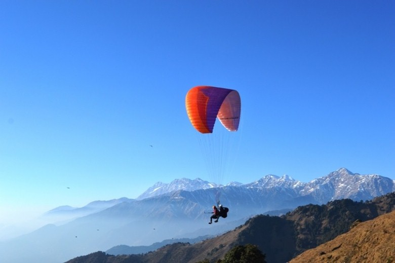 paragliding in india bir