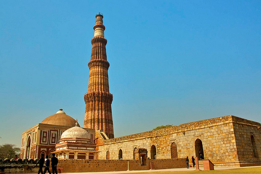 qutub minar - famous destinations in India and foreign look-alikes