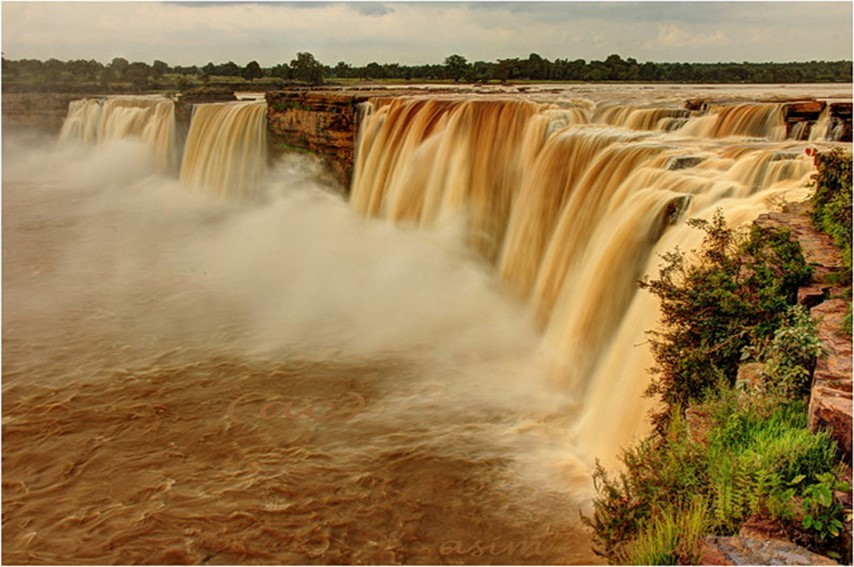 chitrakoot falls - famous destinations in India and foreign look-alikes